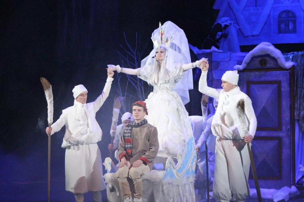 b_1200_700_16777215_00_images_gallery_performances_0023-vistavi-theatr-poltava.jpg